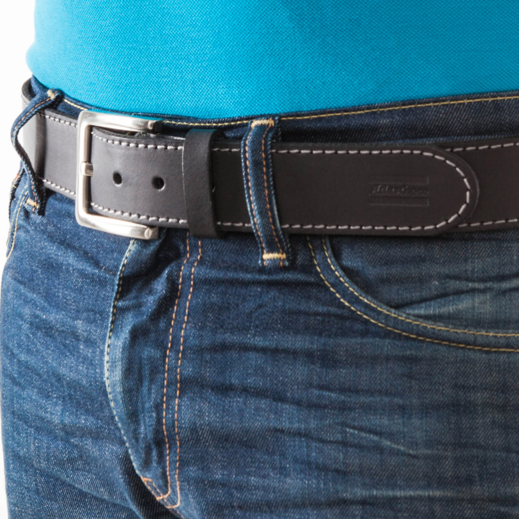 "This leather belt with an adjustable metal buckle fits to all Atlas Copco Workwear's trousers. The embossed ""Atlas Copco"" logo give the belt a nice look."