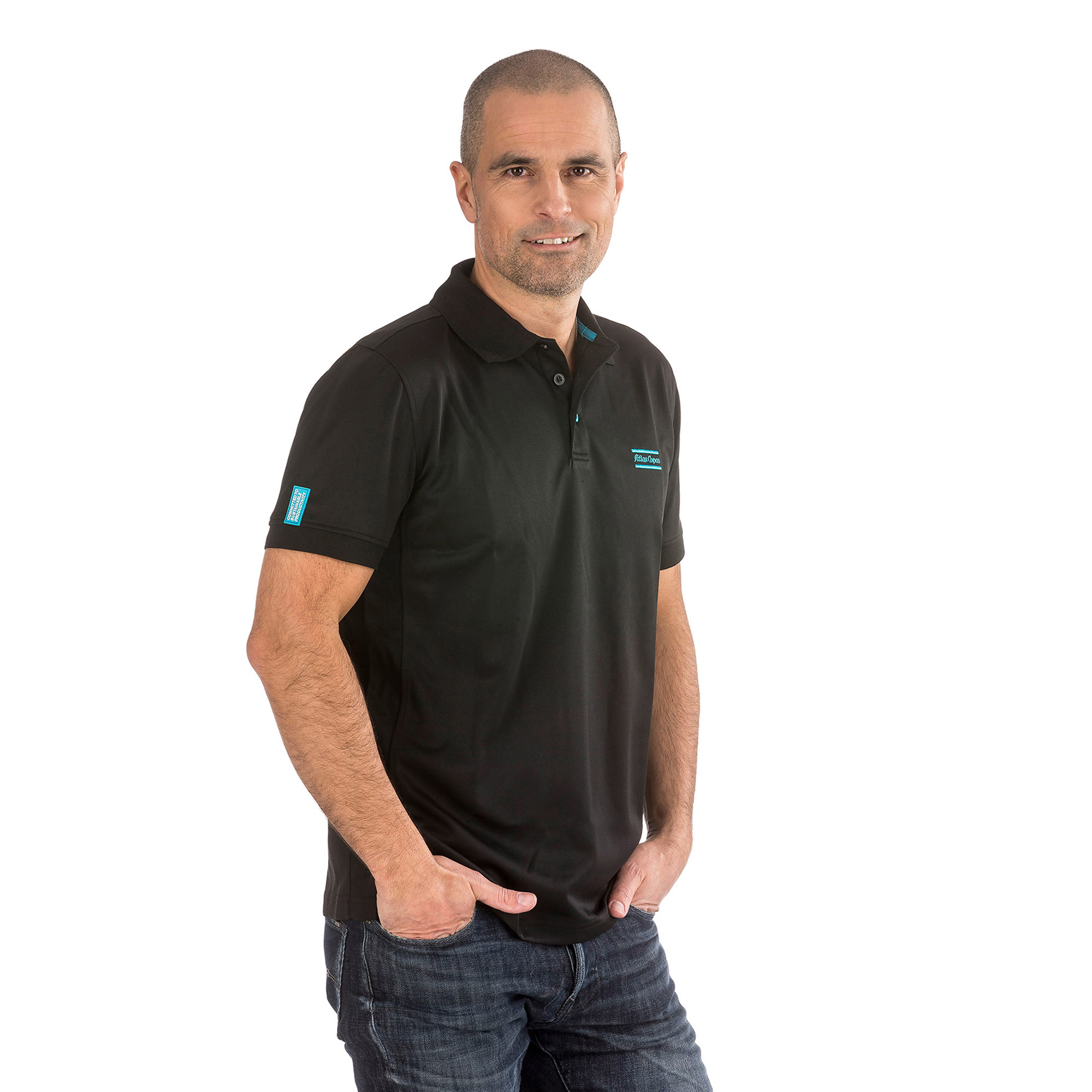 Pro Vent stands for garments that fit better in warm climates or garments that are adapted to active people. The composition of the fabric has advantages such as flexibility, unparalleled breathability, and moisture transport that keep you cool and dry. This polo is designed with a blue contrast neck tape and side slits.