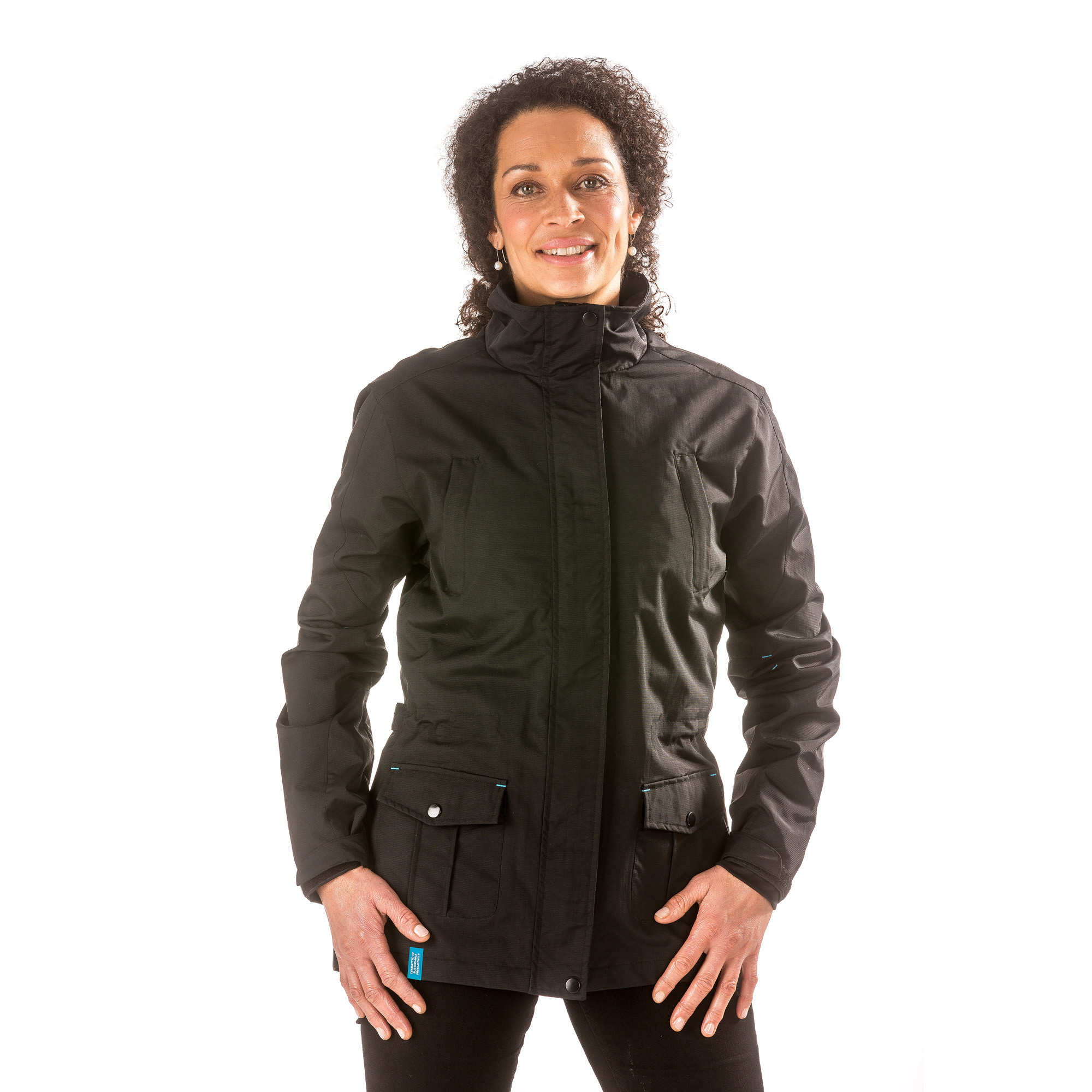 A Crossover jacket with cool pockets and a nice designed details. This jacket is suitable for both strolling at the seaside and hanging out in the city. It is a cool jacket that reflects an urban lifestyle