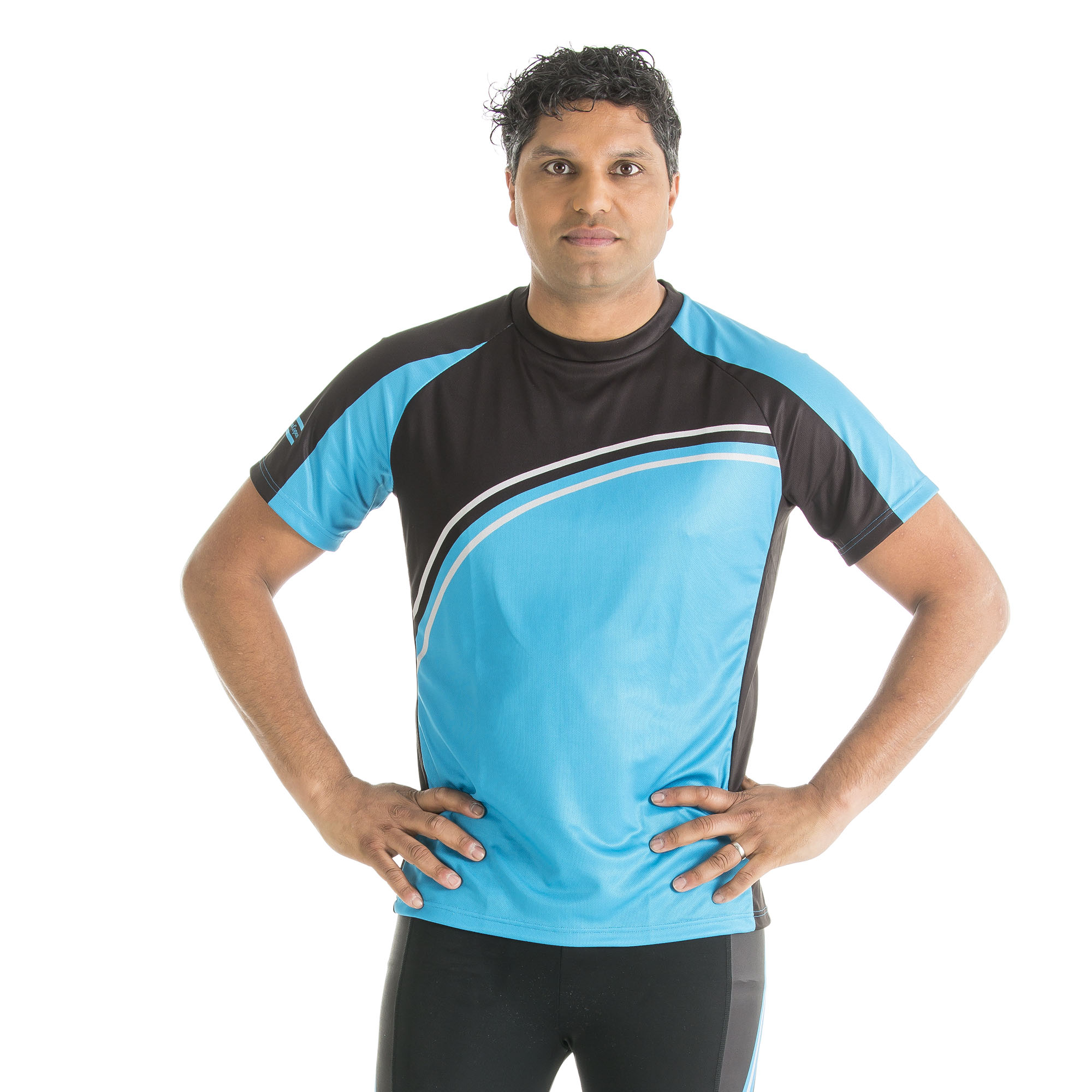 Short sleeved running shirt with raglan sleeves for optimal comfort. Soft micro fiber textile leads moisture away from the body while ensuring maximum freedom of movement. Exercise a lot. Enjoy it.