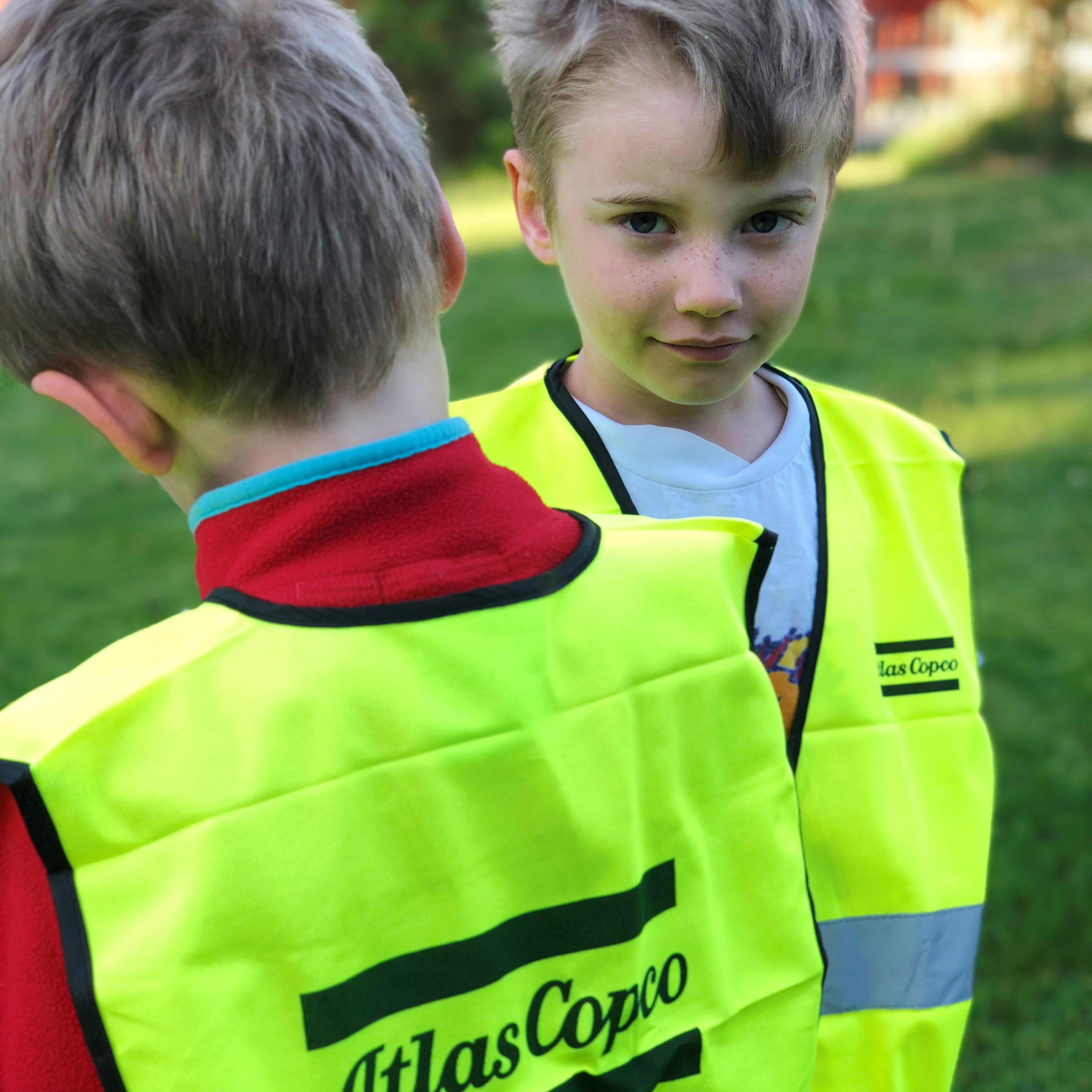 This high-quality safety vest for children is made in fluorescent yellow fabric.
